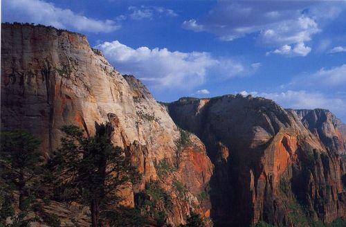 ザイオンの岩山